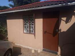 To let - Granny house, Umbilo7 R2900 with hot Water and light incl