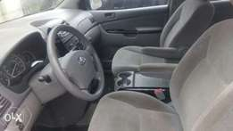 Super clean 04 Toyota sienna in sound condition