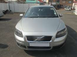 Excellent 2007 Volvo C30 2.0 Hatch Back 163,000 km Manual Gear, Leath