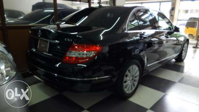 Mercedes C200 CGI Fully loaded Clean Unit on a Deal Nairobi CBD - image 5