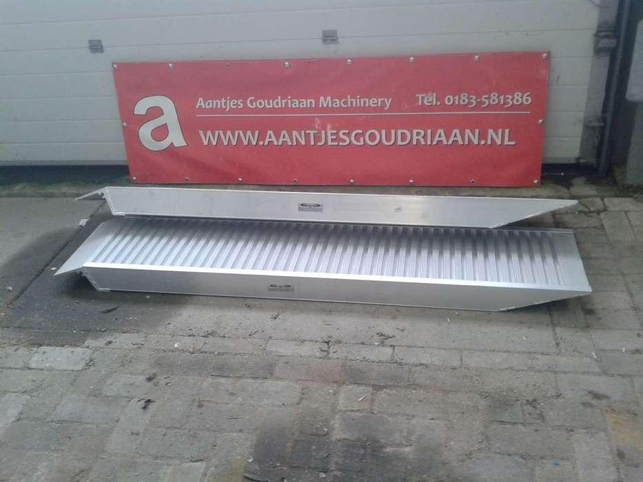 Rijplank 2 Meter Mobile Yard Ramp