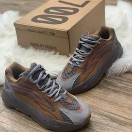 497d2347a6c Adidas Yeezy 700 Boost New