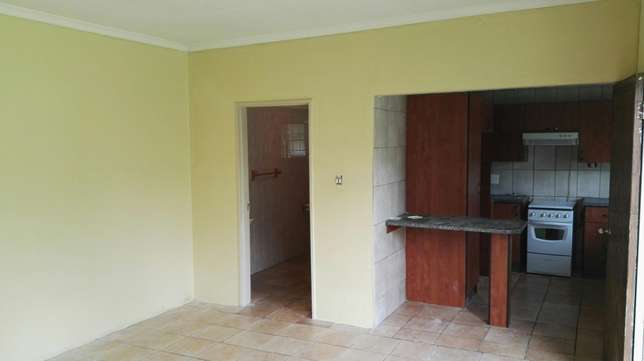 Bachelor flat for rent Witfield - image 3