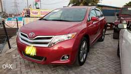XLE Limited 2015 Toyota Venza V6 Available With Full Factory Options.