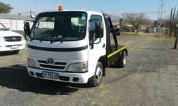 Toyota dyna tow truck