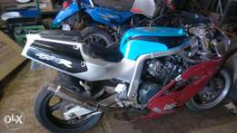 running gsxr 400 gk76a stripping for parts or complete
