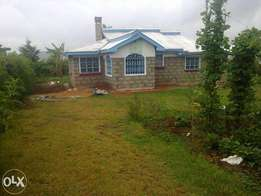 3 bdrm hse muiga on 2 acres at 10m