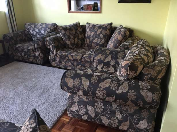 Well maintained 7 Seater Sofa Set Roysambu - image 4
