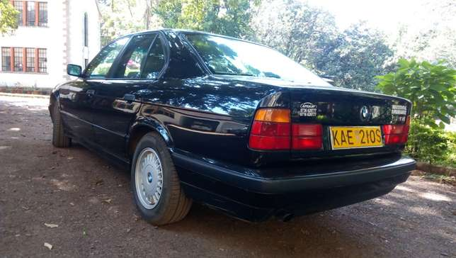 BMW 520i Classic with sunroof - Pristine - amazingly well kept Westlands - image 3