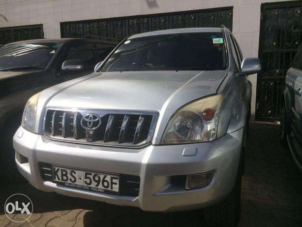 Toyota Prado 3000cc Diesel Automatic 4wd optional Clean Buy and drive Nairobi CBD - image 3