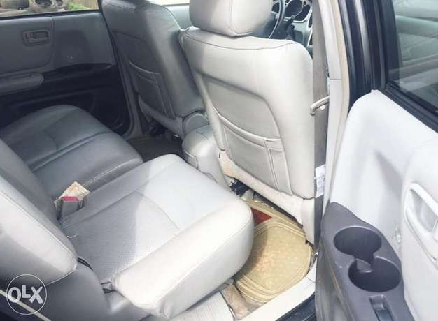 Newly register 2005 Toyota Highlander 3rows seats with good usage Lagos Mainland - image 3