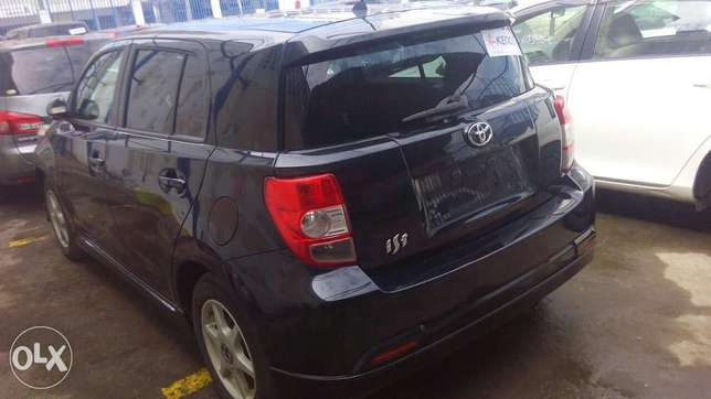 Toyota its black metallic colour fully loaded Mombasa Island - image 2