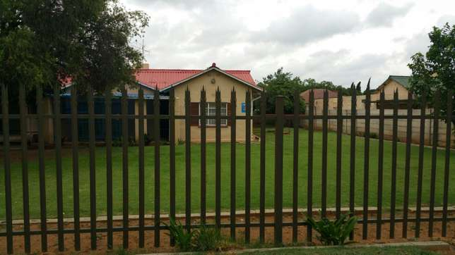 House to let near town and schools Welkom - image 1
