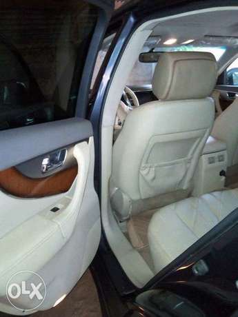 very clean used Infiniti FX50 09 with full option Apapa - image 6