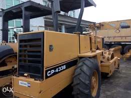 American used Cat stud roller with grader CP-433B for sale