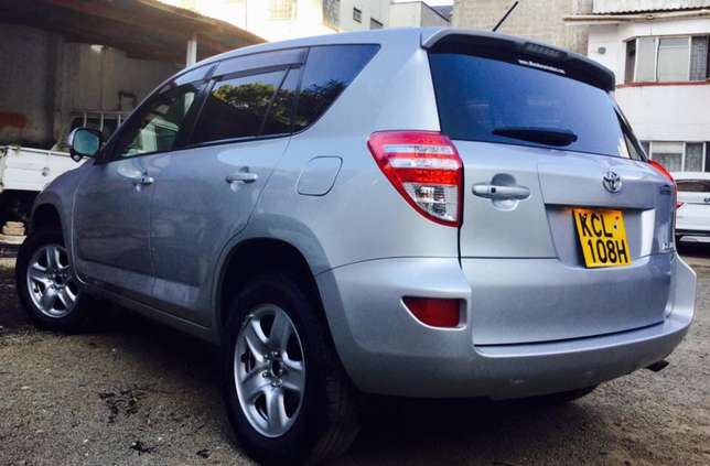 Toyota RAV4 2010 fully loaded 4wd at an amazing deal 2,099,999/=o.n.o Highridge - image 2