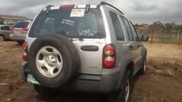 a used liberty suv jeep 2004