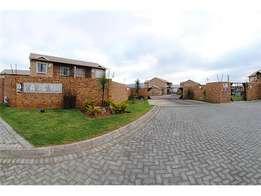 Bedroom available in a townhouse in Radiokop /Strubens Valley