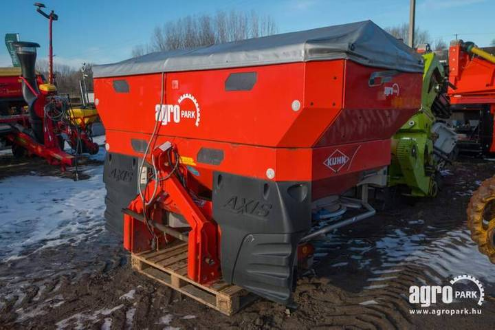 Kuhn Axis 40.1wt25, 3000l Broadcaster, With Scale - 2011