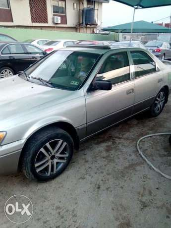 This is a very clean toyota camry tiny light silver Ikeja - image 6
