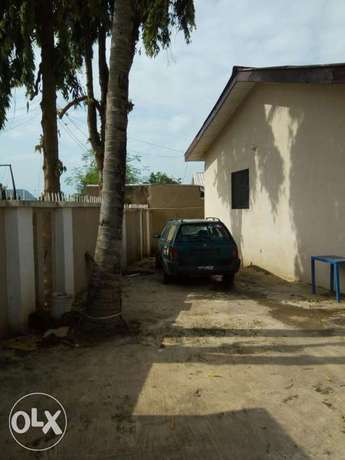 4unit of 1bed room with a self-contained flat and security house. Kubwa - image 6