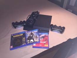 PlayStation 4, 2 controllers, 3 games.