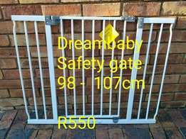 Beautiful Dreambaby Safety gate available