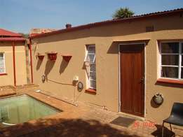 OUTSIDE ROOM in Roodepoort North – SINGLE Lady Only