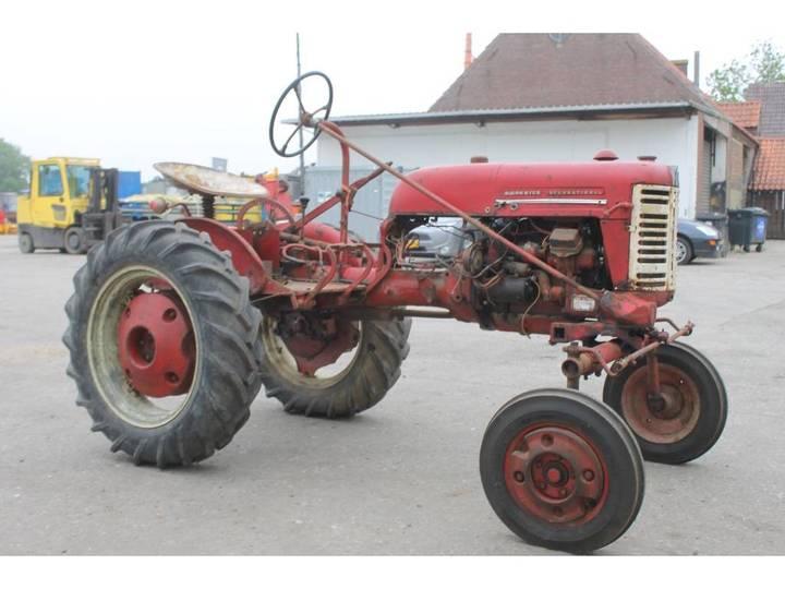 McCormick International Farmall FF Cup Tractor *DEFECT* - image 7