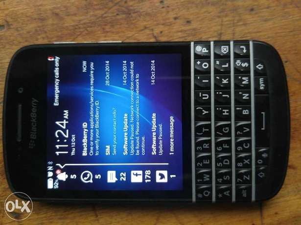 Clean BlackBerry Q10 working perfect  - image 1