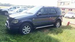 2000 Mercedes-Benz ML V6 SUV & Jeep Cherokee Chrysler 1999 R85 000
