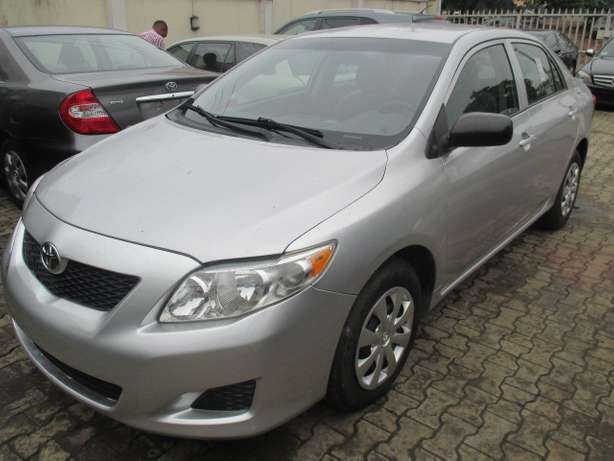 Very Clean Toyota Corolla 010, Silver, Tokunbo Lagos Mainland - image 2