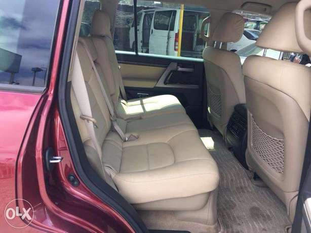Toyota Land Cruiser V8 For Quick Sale Not Locally Used Price 5,900,000 Lavington - image 2