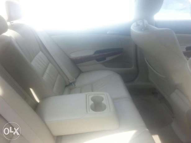 Tincan cleared tokunbo honda accord 2009 leather seat Apapa - image 2