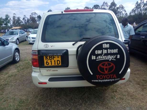 landcruiser Vx Petrol v8 well maintained car on quick sell Nairobi CBD - image 2