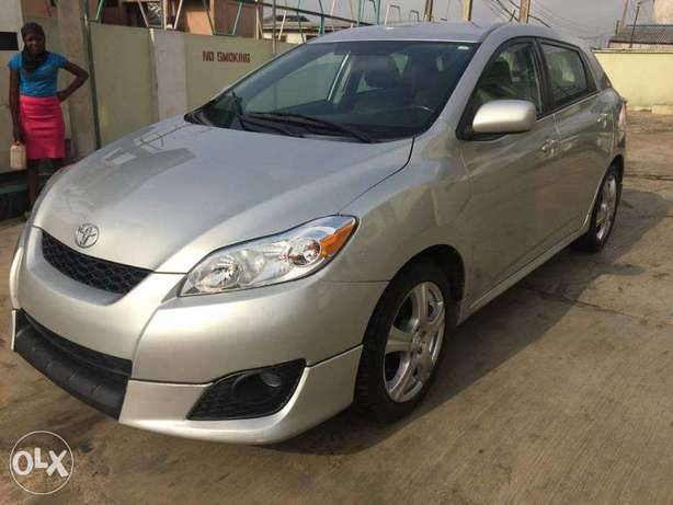 Super Clean Toyota Matrix Sport 2009 available for just N2.750m Only Agege - image 7