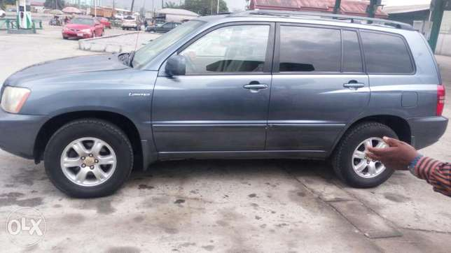 A very clean & neat, Toyota Highlander limited edition, 2001 model Effurun - image 6