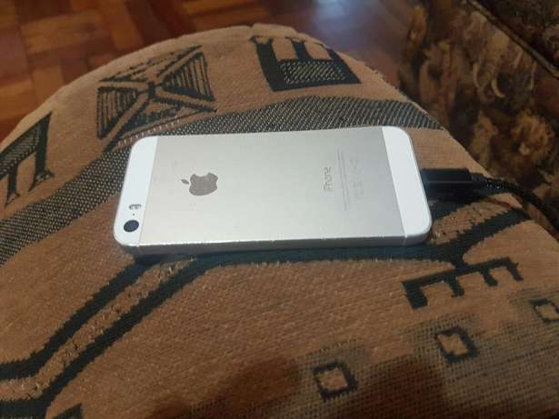 Apple iphone 5s 16gb white and silwer for sale Port Elizabeth - image 7