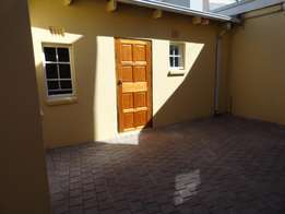 Oaklands - 1 bed apartment close to M1 highway