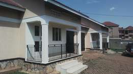Spacious 2bedrooms in Naalya behind quality shopping at 600k
