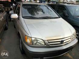 Sharp foreign used 2000 Toyota seinna. Tincan cleared