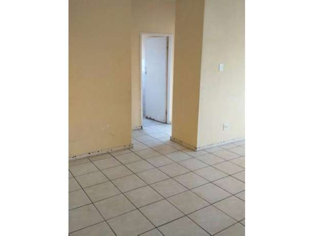 Spacious 2 Bedroom Flat for sale PRICE REDUCED!!! Kempton Park - image 3