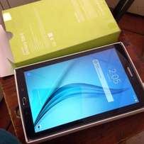 Samsung Galaxy tabE 16gb wifi brand new in a box with all the accesory