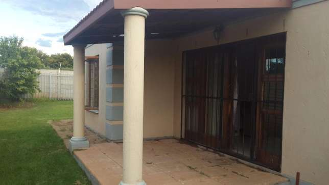 3 Bedroom townhouse to rent in LHP Bloemfontein - image 3
