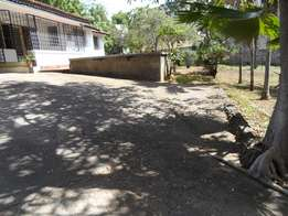 3 bedroom bungalow ideal for commercial/office space at prime area