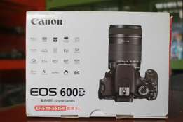 Canon 600d with box n plus lens too