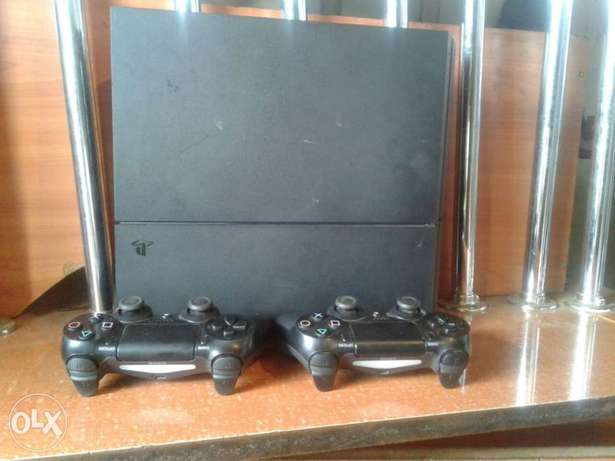 ps 4 with 2 pads and fifa 17 South B - image 1