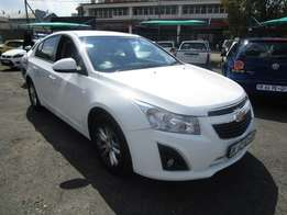 2014 CHEVROLET CRUZE,4 doors,factory a/c,cd player,central lockin