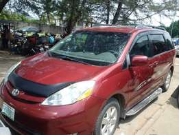 Super clean Toyota Sienna 2007 Model for quick sale!
