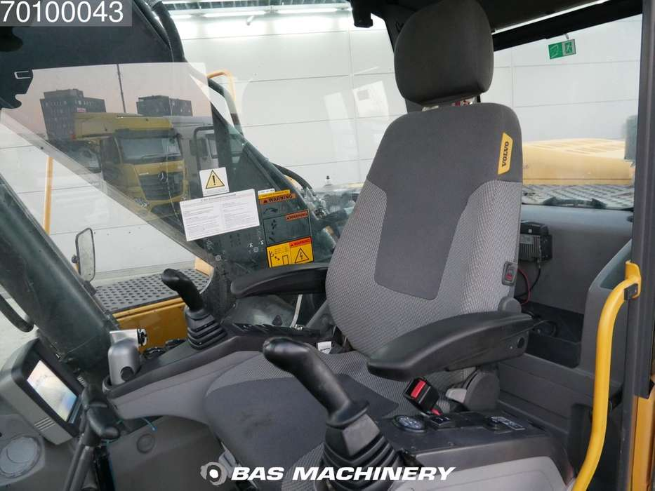 Volvo EC240C NL Nice and clean condition - 2009 - image 16